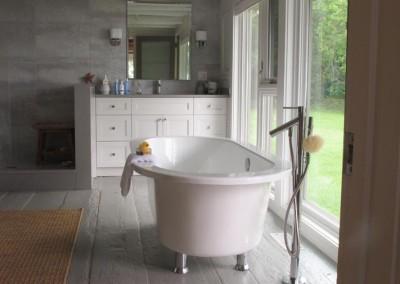 Master Bedroom Ensuite Bathtub